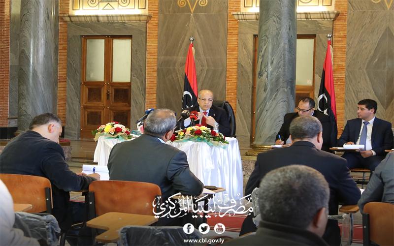 محافظ مصرف ليبيا المركزي يعقد مؤتمراً صحفياً موسعاً