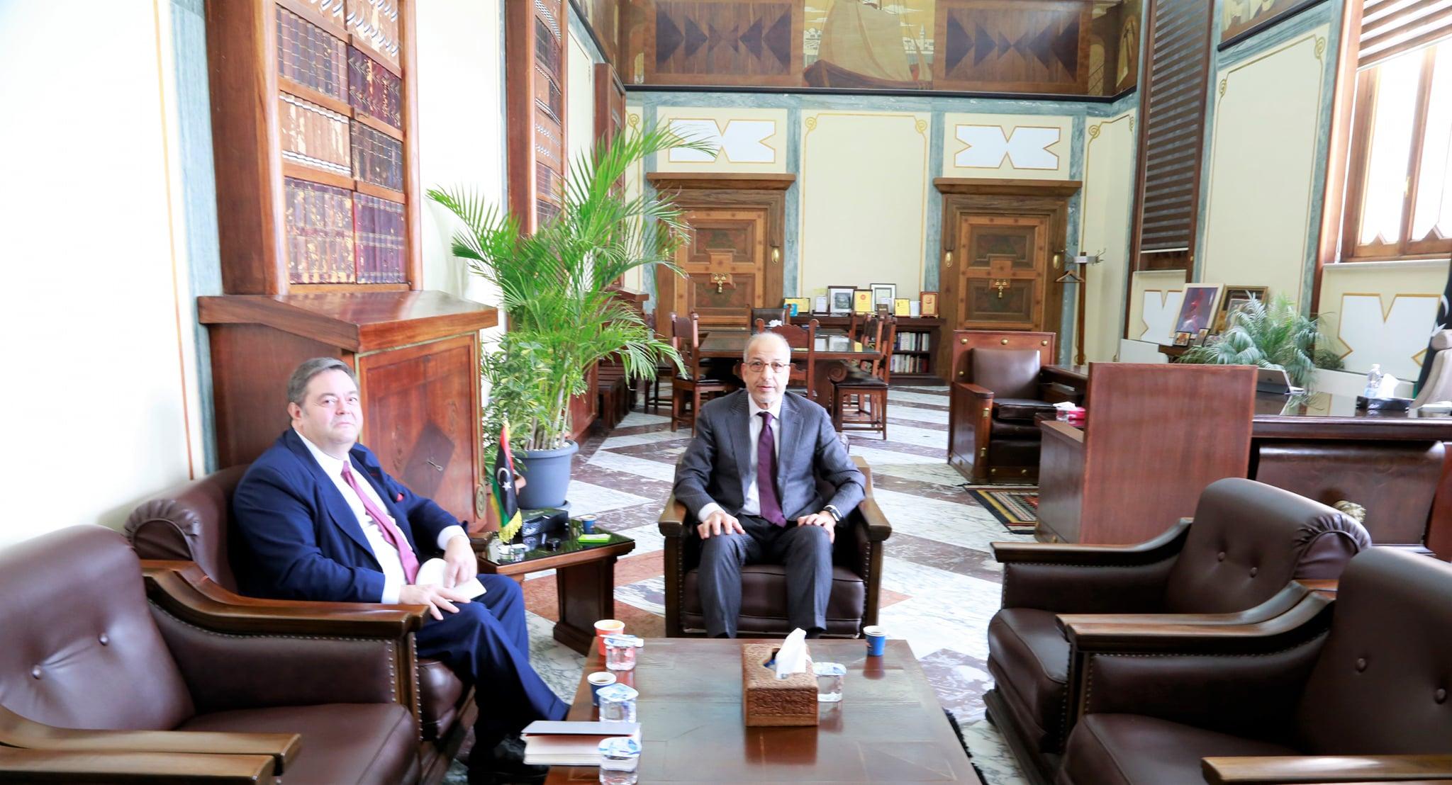 لقاء السيد المحافظ مع سفير دولة أسبانيا لدى ليبيا