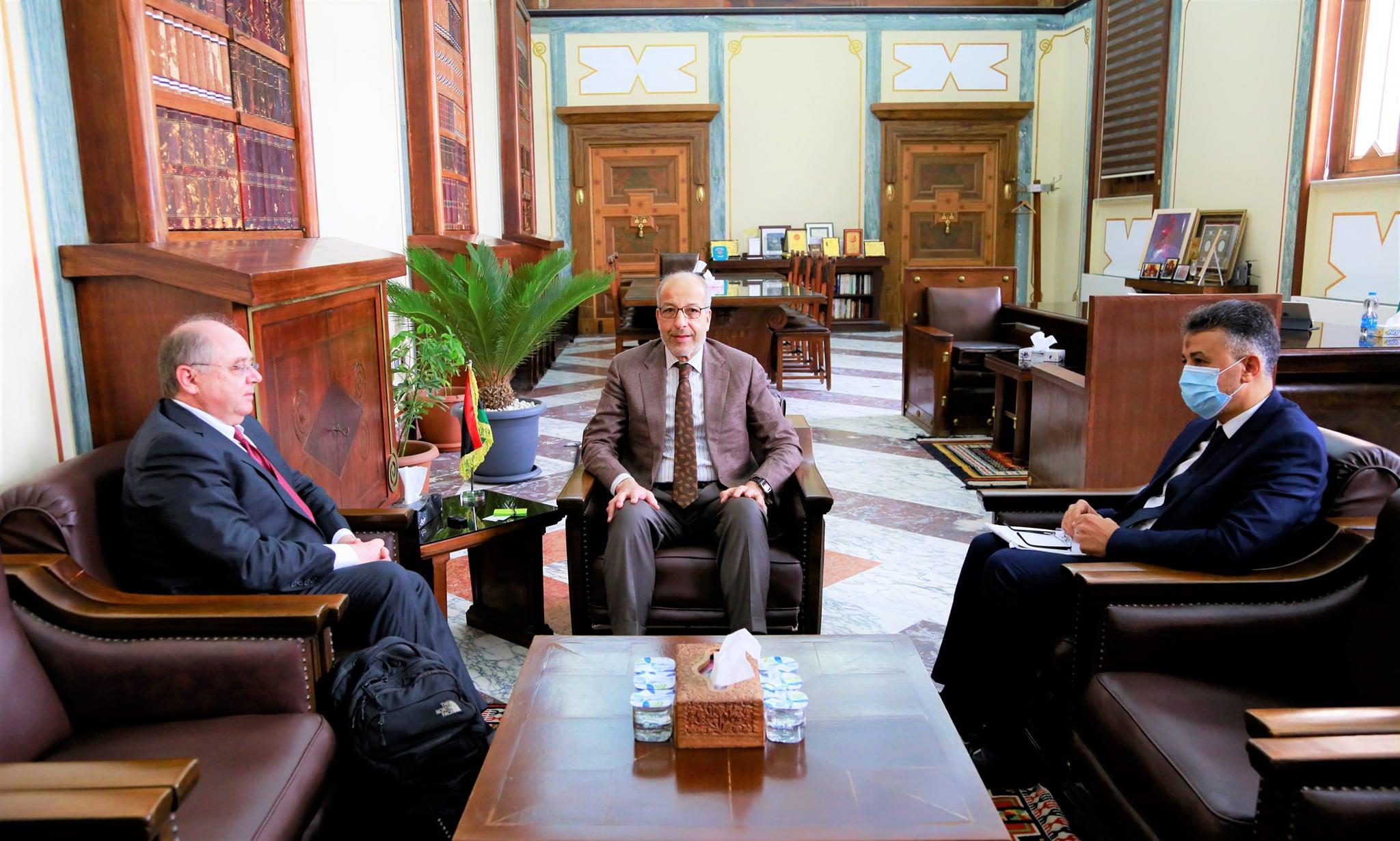 إجتماع محافظ مصرف ليبيا المركزي مع ممثل البنك الدولي لدى ليبيا